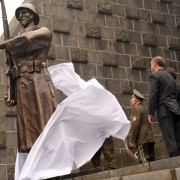 Dukla-Memorial-70th-Anniversary-Unveiling-of-the-Czechoslovak-soldier-statue-pravdask