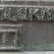 ZA-Pamatnk-obetiam-komunizmu-autor-Milan-Luk-podpis-vetscz
