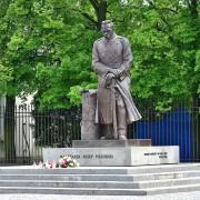 PomnikJozefaPisudskiegowWarszawieprzyBelwederze2019wikipedia
