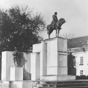 Pomnik-Pisudskiego-w-Tarnopolu-NAC
