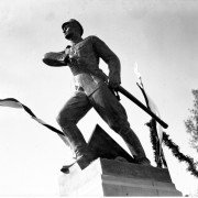 Pomnik-Lisa-Kuli-NAC