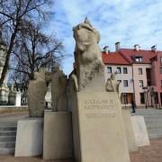 PomnikKrzywoustyPlock01