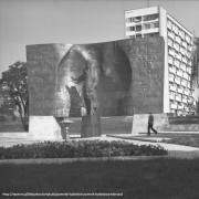 pomnik-bieruta-fot-E-Hartwig